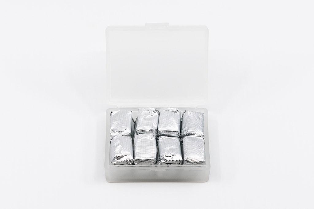 無印良品の「ポリプロピレン小物ケース・M」に粒ガムを16粒入れてフタを開けた状態