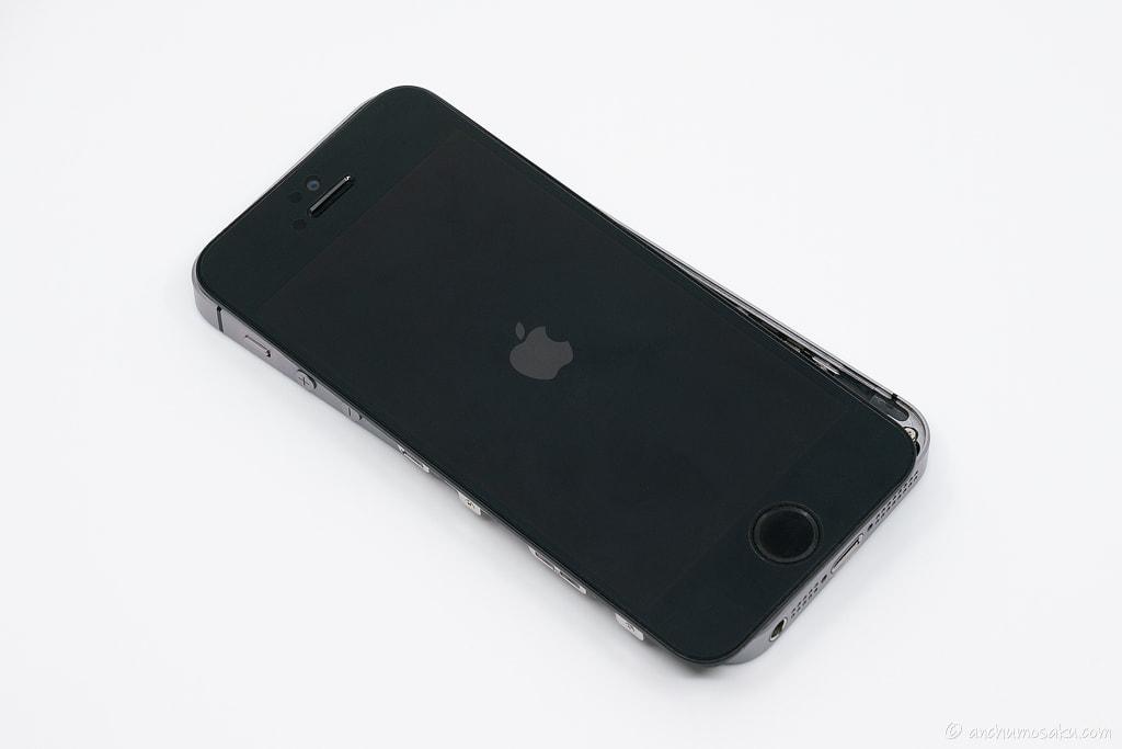 iPhone SE バッテリー交換手順: iPhone本体の電源が問題なく入るか確認する